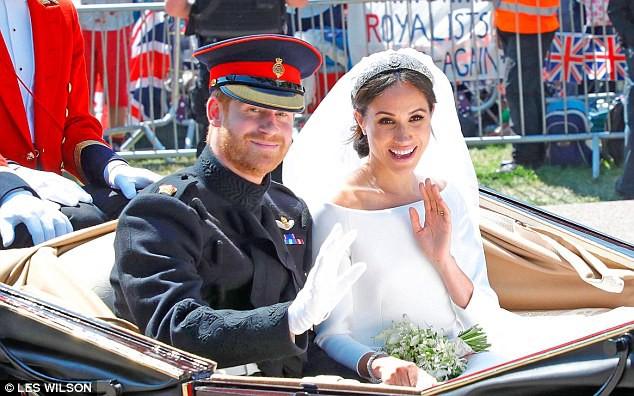 """Hoàng tử Harry bị cha vợ chê  """"thô lỗ"""" và tiết lộ gây sốc về hành động  """"phũ phàng"""" của Meghan trước lễ cưới - Ảnh 2."""