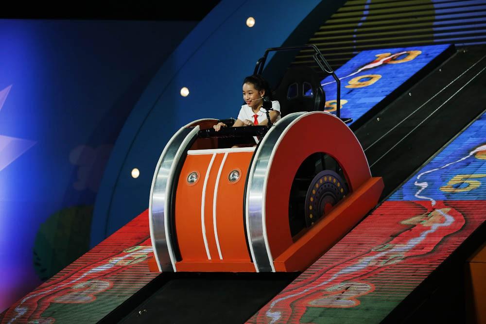 """Trấn Thành """"bắt quả tang"""" Mr. Cần Trô định chơi ăn gian ngay trên sóng truyền hình - Ảnh 3."""