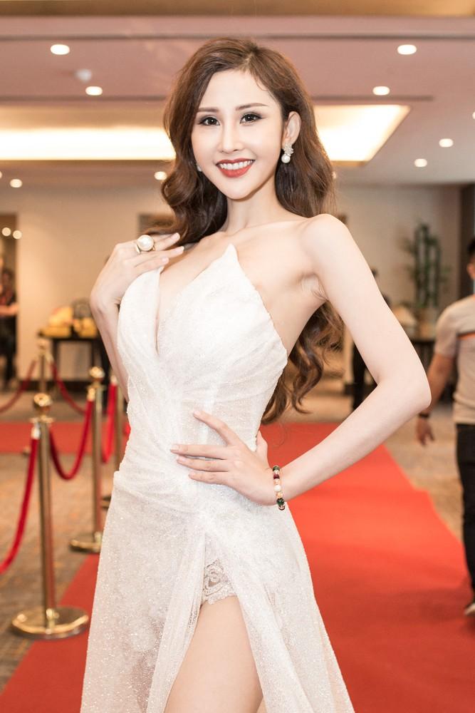 Lại Thanh Hương khoe ngực đầy, Hoa hậu Dương Đặng Thu Thảo huyền bí với váy đen - Ảnh 5.