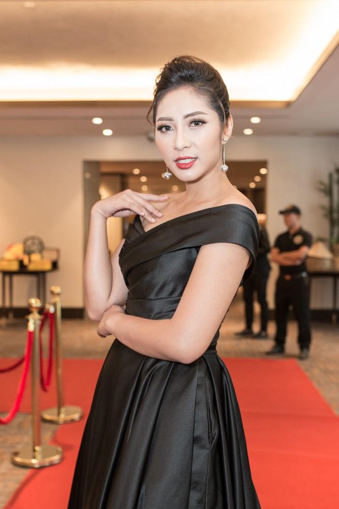 Lại Thanh Hương khoe ngực đầy, Hoa hậu Dương Đặng Thu Thảo huyền bí với váy đen - Ảnh 2.