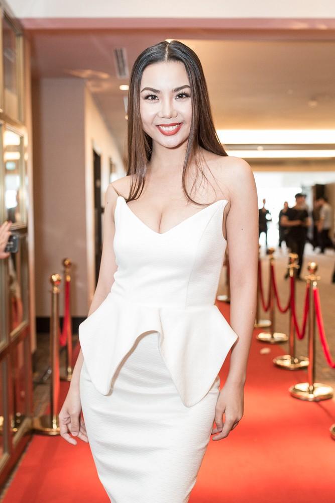 Lại Thanh Hương khoe ngực đầy, Hoa hậu Dương Đặng Thu Thảo huyền bí với váy đen - Ảnh 3.