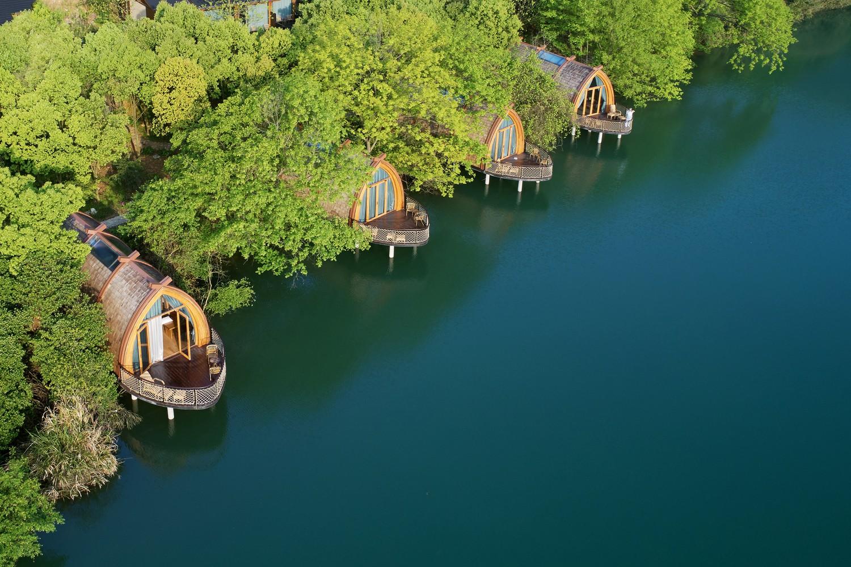Ngắm ngôi nhà thuyền ven sông đẹp như một bức tranh thủy mặc - Ảnh 1.