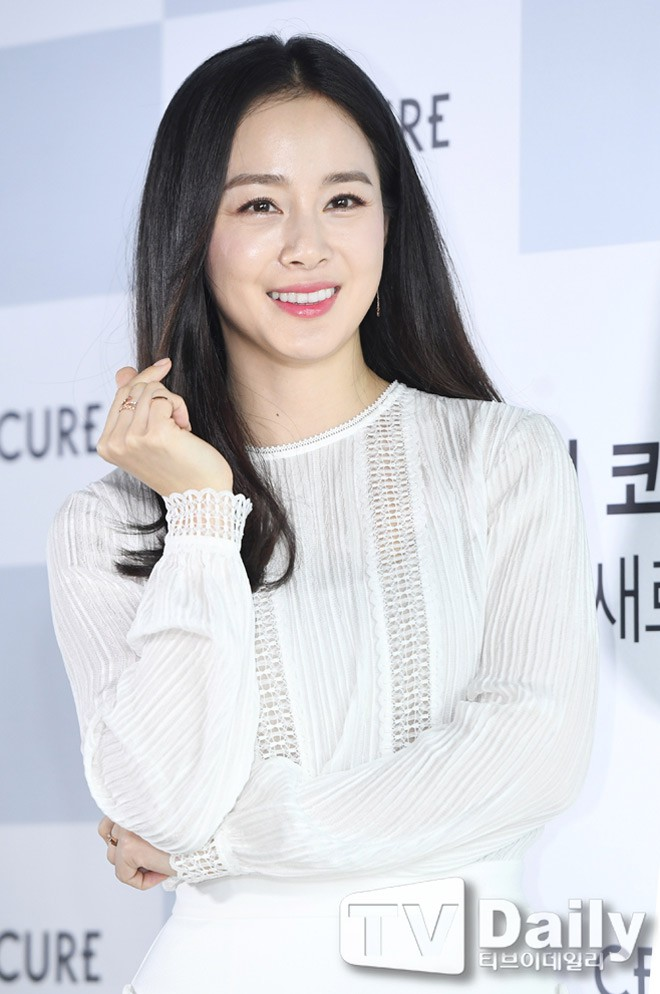 Hành động bất ngờ của Kim Tae Hee dấy lên nghi vấn xích mích gia đình  - Ảnh 1.