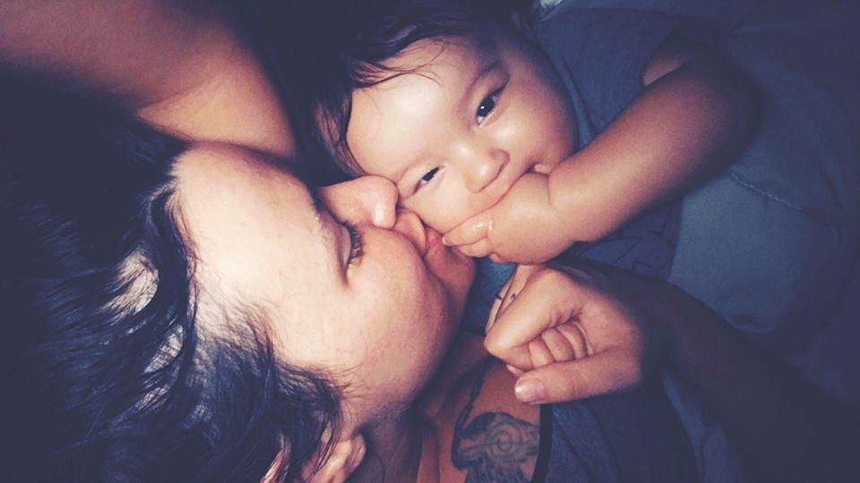 Bức ảnh này có gì đặc biệt mà khiến các mẹ từng sinh con đồng cảm tột độ, còn những người sắp làm mẹ lại sợ xanh mặt?  - Ảnh 1.