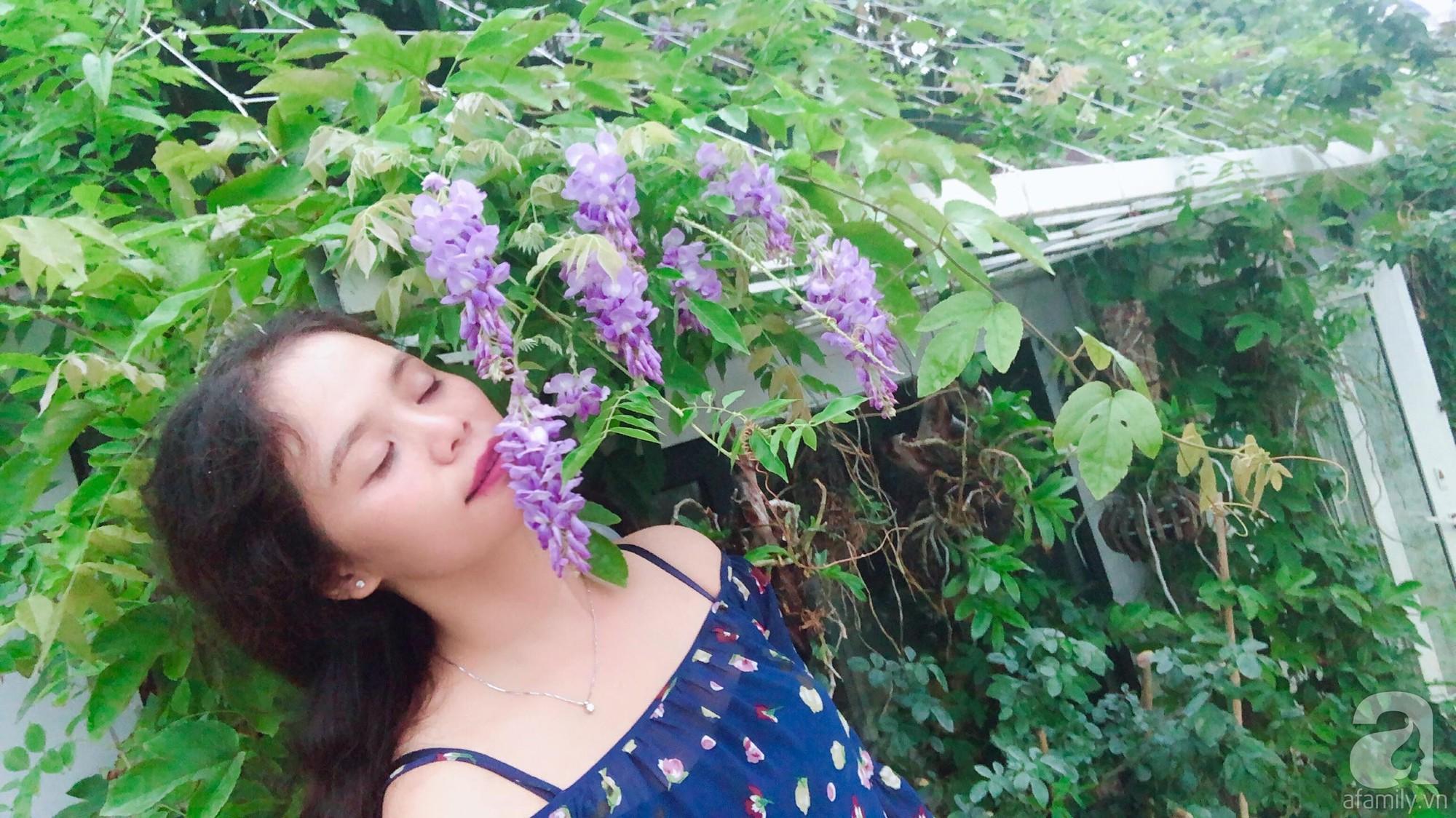 Khu vườn trên sân thượng rộng 200m² đẹp ngỡ ngàng với trăm loài hoa đua nhau khoe sắc ở Hà Nội - Ảnh 3.