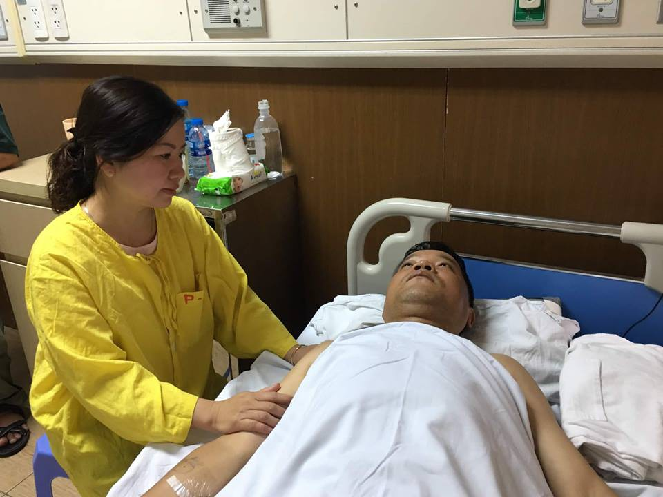 Chiến sĩ CSCĐ Hà Nội bị thiếu nữ tóc vàng tông xe vào đã ổn định sức khỏe - Ảnh 1.