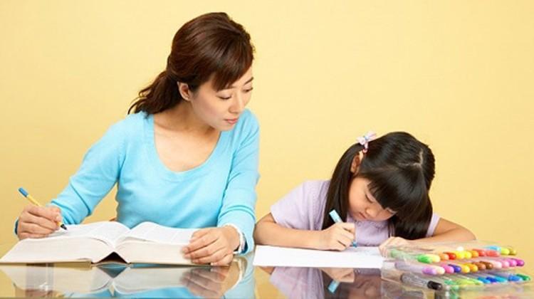 Chẳng cần khản cổ giục giã hay ép con, làm theo những cách sau, trẻ sẽ đam mê học tập từ nhỏ - Ảnh 1.