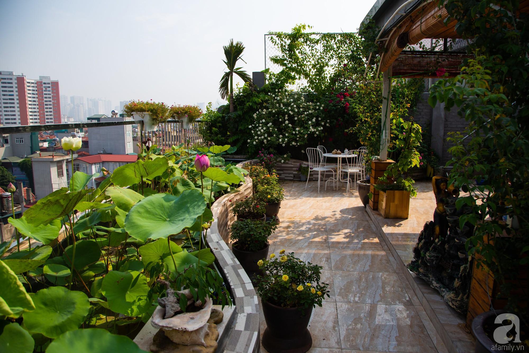 Khu vườn trên sân thượng rộng 200m² đẹp ngỡ ngàng với trăm loài hoa đua nhau khoe sắc ở Hà Nội - Ảnh 16.