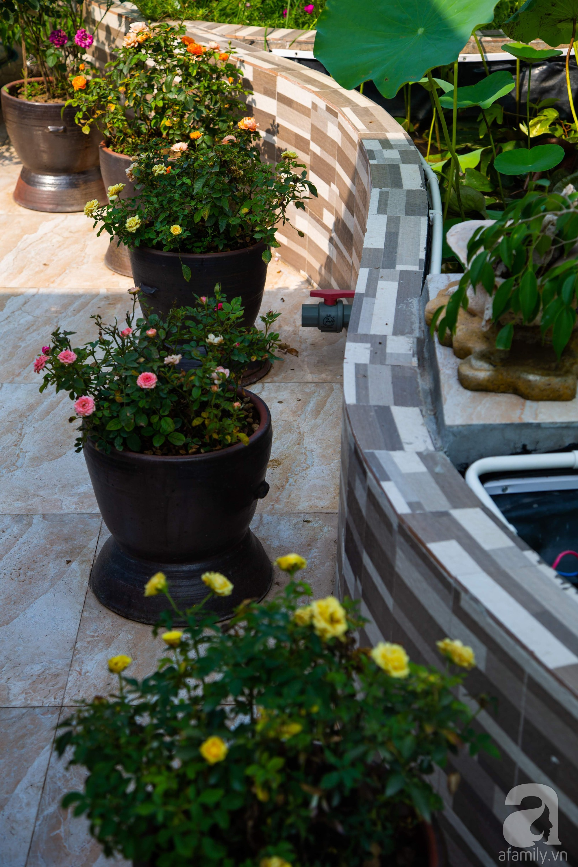 Khu vườn trên sân thượng rộng 200m² đẹp ngỡ ngàng với trăm loài hoa đua nhau khoe sắc ở Hà Nội - Ảnh 18.
