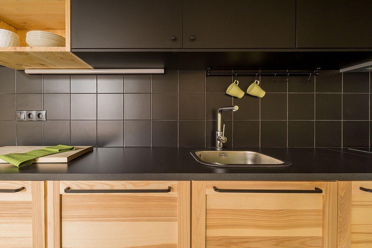 Học tập cách cải tạo căn hộ sáng tạo và sống động này để không gian thêm nhiều khu lưu trữ   - Ảnh 11.