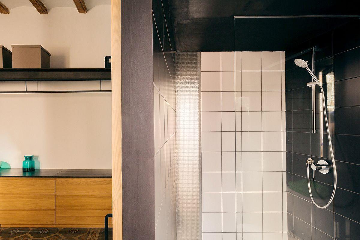 Học tập cách cải tạo căn hộ sáng tạo và sống động này để không gian thêm nhiều khu lưu trữ   - Ảnh 13.