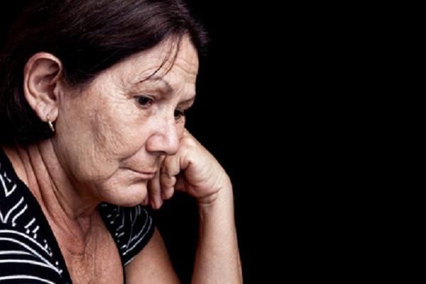 Đến viện chăm mẹ, vợ tôi đã nói những câu mà ai cũng phải nổi giận - Ảnh 1.