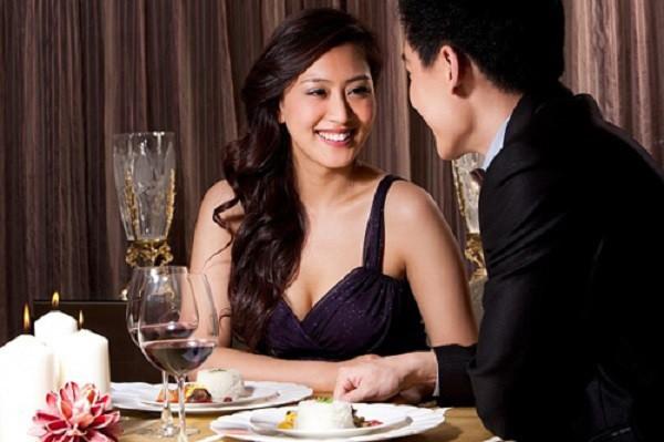 Chồng dẫn bồ vào nhà hàng sang chảnh, vợ bắt gặp, gọi ngay một cuộc điện thoại... khiến chồng phải bỏ bồ chạy lấy người - Ảnh 1.