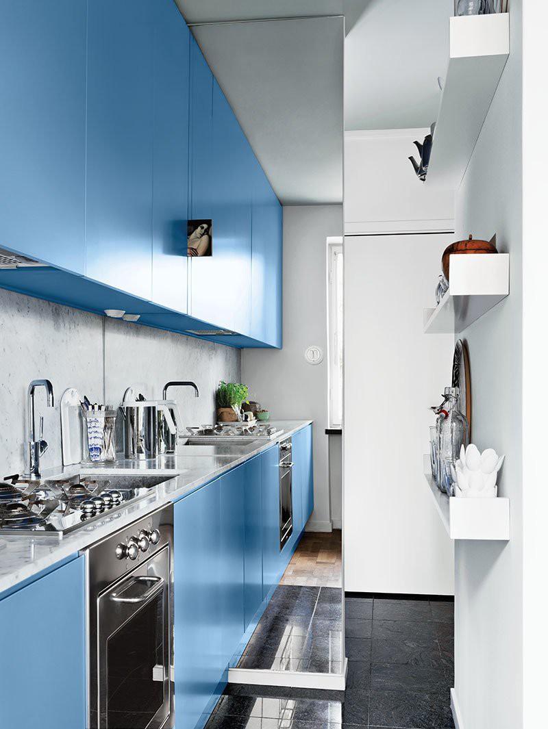 2 căn bếp nhỏ hiện đại và đẹp bất ngờ với tone màu xanh nhạt  - Ảnh 1.