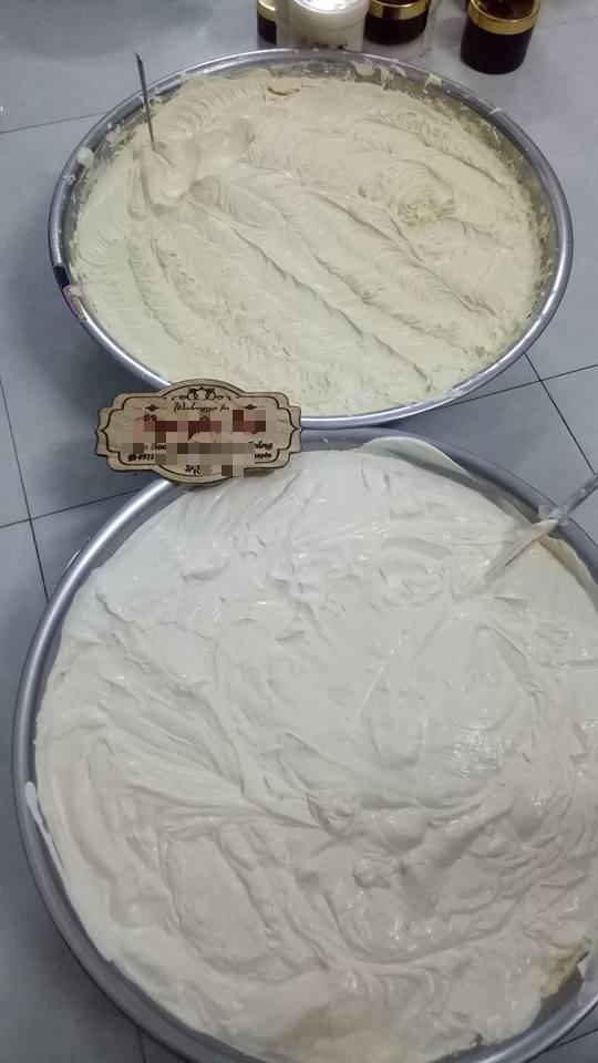 Góc hoang mang: Cô gái khoe clip làm kem trộn gia truyền từ mẹ chồng trong chảo lớn chẳng khác gì bánh đúc nóng - Ảnh 4.