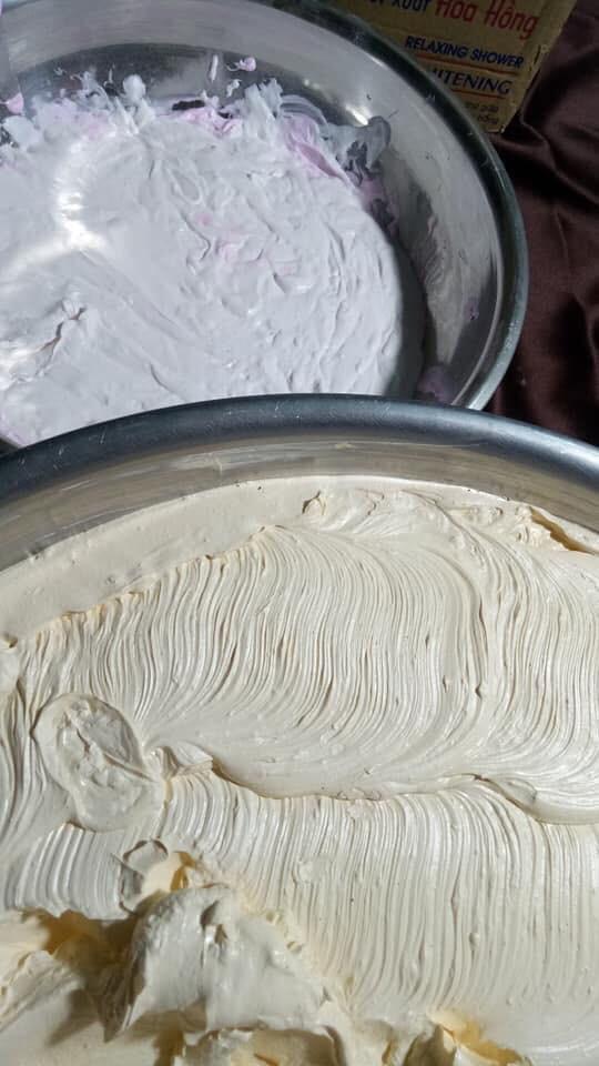 Góc hoang mang: Cô gái khoe clip làm kem trộn gia truyền từ mẹ chồng trong chảo lớn chẳng khác gì bánh đúc nóng - Ảnh 5.