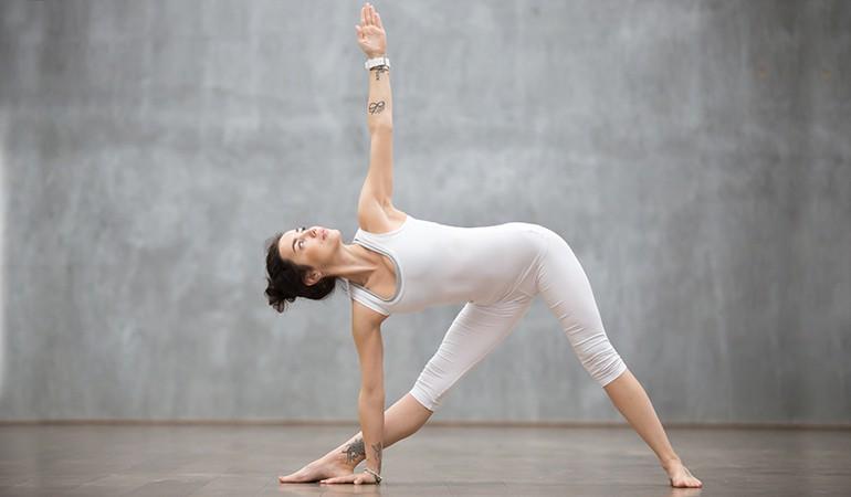 Ngay từ tối nay tập ngay 8 tư thế yoga này để sở hữu bụng phẳng, eo thon săn chắc - Ảnh 4.