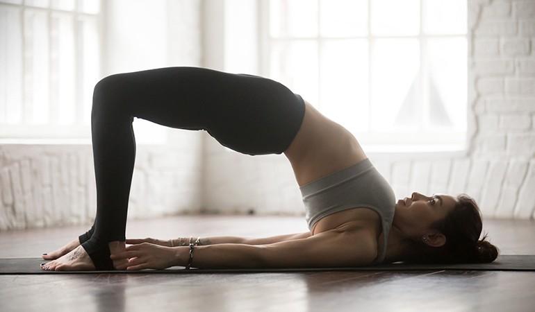 Ngay từ tối nay tập ngay 8 tư thế yoga này để sở hữu bụng phẳng, eo thon săn chắc - Ảnh 7.