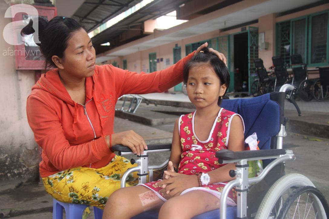Phép màu đến với bé gái 8 tuổi bị xe tông liệt nửa người mà mẹ nghèo không có tiền cứu chữa - Ảnh 5.