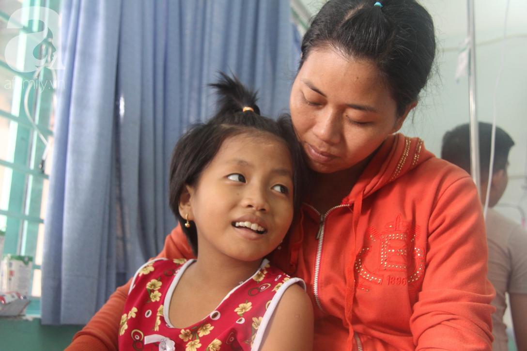 Phép màu đến với bé gái 8 tuổi bị xe tông liệt nửa người mà mẹ nghèo không có tiền cứu chữa - Ảnh 3.