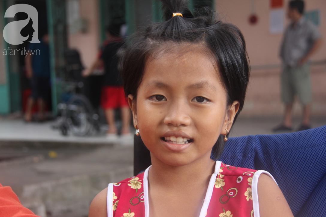 Phép màu đến với bé gái 8 tuổi bị xe tông liệt nửa người mà mẹ nghèo không có tiền cứu chữa - Ảnh 2.