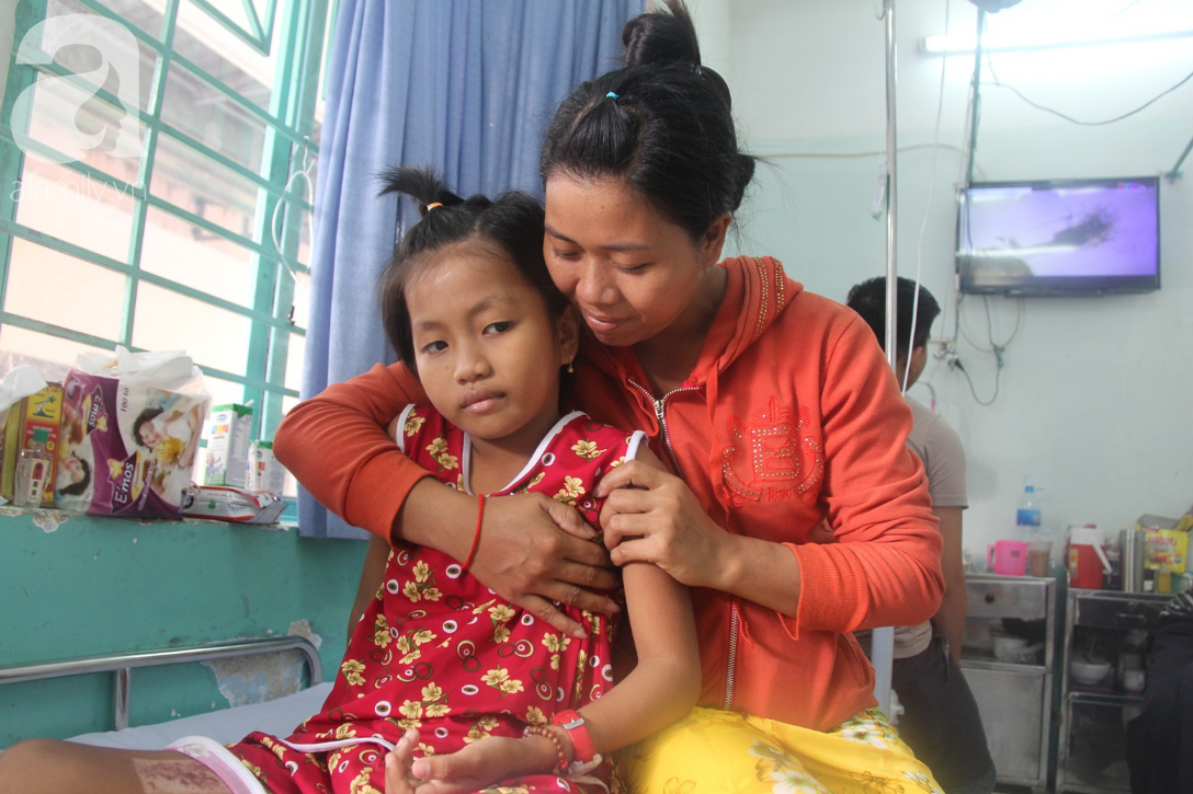 Phép màu đến với bé gái 8 tuổi bị xe tông liệt nửa người mà mẹ nghèo không có tiền cứu chữa - Ảnh 8.