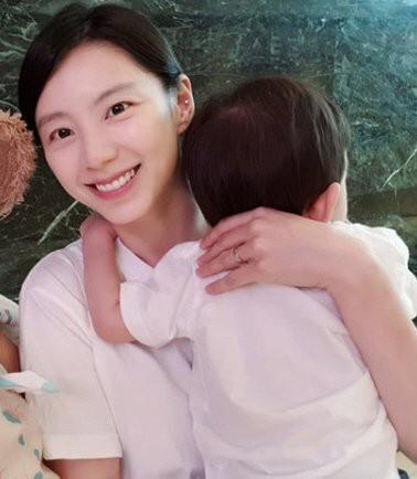 Bà xã Bae Yong Joon lần đầu lộ diện sau khi sinh con thứ 3 nhưng cư dân mạng lại phản ứng gay gắt thế này  - Ảnh 1.