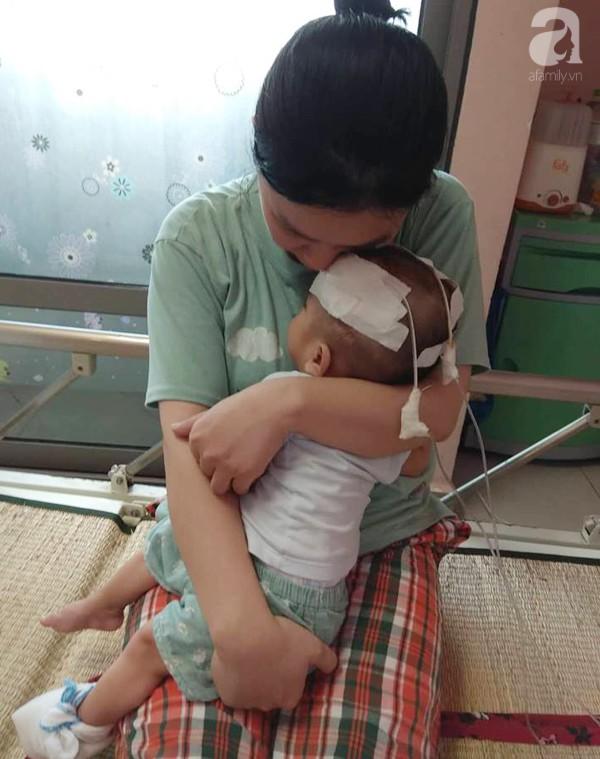 Sinh ra nặng chỉ 1kg, bé trai 14 tháng tuổi đau đớn chống chọi với căn bệnh quái ác   - Ảnh 9.