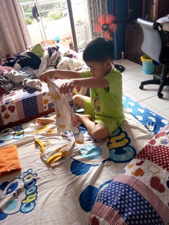 Không quát mắng hay ra lệnh, chỉ dùng chiêu thủ thỉ, mẹ 8X dạy con 6 tuổi làm việc nhà nhoay nhoáy - Ảnh 3.