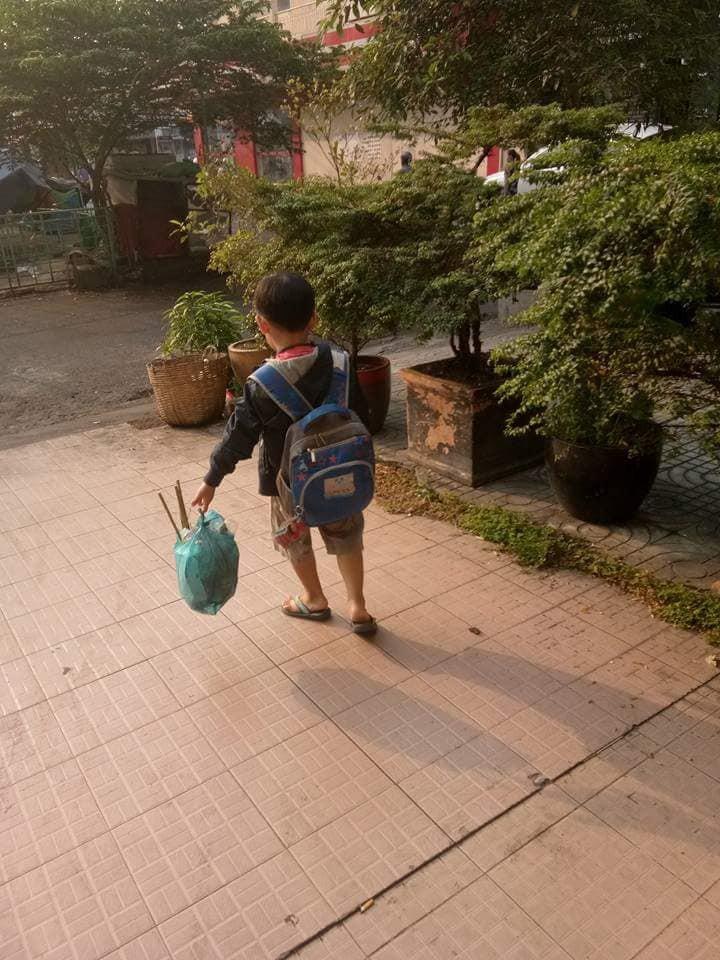 Không quát mắng hay ra lệnh, chỉ dùng chiêu thủ thỉ, mẹ 8X dạy con 6 tuổi làm việc nhà nhoay nhoáy - Ảnh 11.