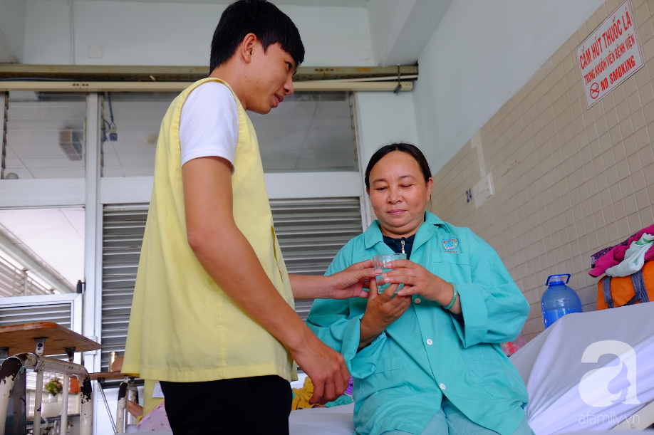 TP.HCM: Nữ bệnh nhân hiến giác mạc, mang ánh sáng trở về cho 2 phụ nữ khác dù tim mình đã ngừng đập - Ảnh 3.