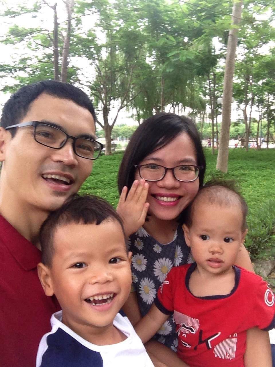 Mẹ Việt chia sẻ bí quyết dành 2 tiếng mỗi ngày cho con bú mẹ trực tiếp để nuôi bú song song hai con 4 tuổi và 20 tháng - Ảnh 1.