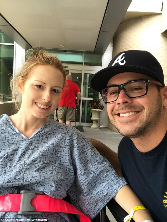 Chủ quan nghĩ rằng do bào thai chèn ép dẫn đến đau lưng, tê chân, bà mẹ trẻ bị liệt nửa người khi mang thai ở tuần 18 - Ảnh 2.