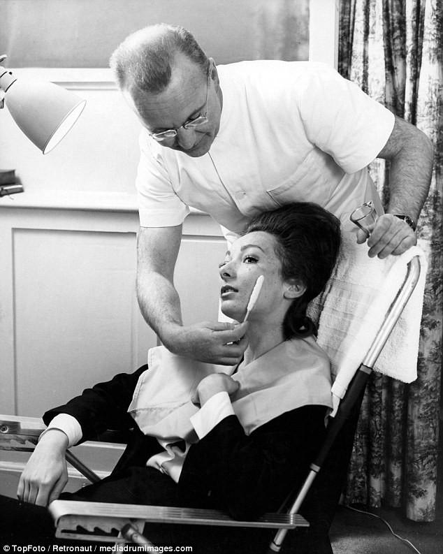 Từ thời chưa có botox, những năm 40-50 phái đẹp đã dày công làm đẹp với đủ mọi liệu trình chăm sóc da tại spa - Ảnh 12.