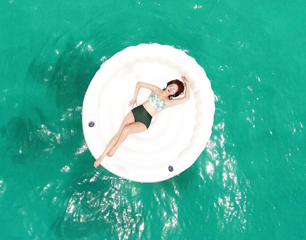 Bảo Thy tự tin thả dáng gợi cảm trong nhưng bộ bikini đầy màu sắc - Ảnh 10.