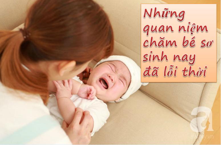 Những cách chăm sóc trẻ sơ sinh các mẹ cứ nghĩ là đúng nhưng bác sĩ khuyên hoàn toàn ngược lại - Ảnh 1.