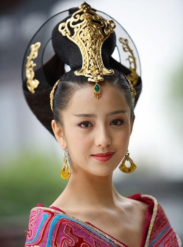 """Tạm quên Hoàng đế Càn Long đang """"khuấy đảo"""" trong Diên Hi công lược đi, đây mới là những vị vua chung tình nhất lịch sử - Ảnh 1."""
