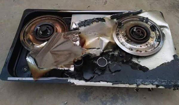 Cùng mẹ chơi dưới bếp, bé trai 2 tuổi bị bỏng nặng khi mặt bếp bất ngờ phát nổ, lời cảnh báo đáng sợ dành cho các phụ huynh - Ảnh 1.