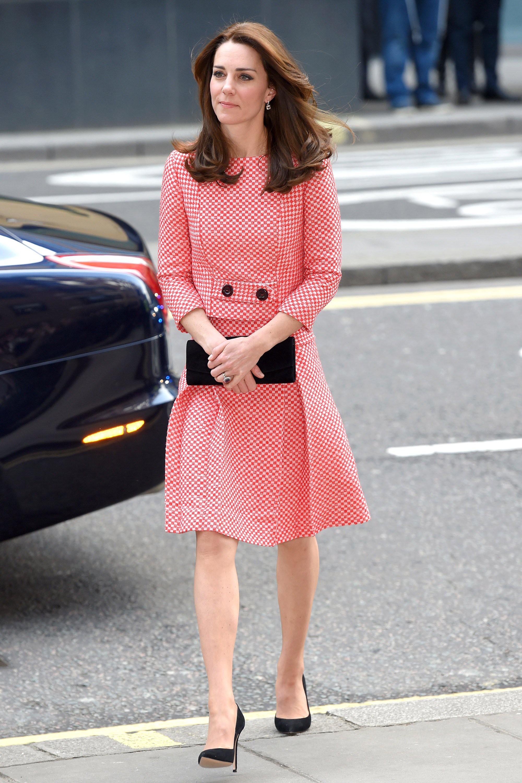 Mới làm dâu Hoàng gia chưa đầy 3 tháng, Meghan Markle đã cùng Nữ hoàng lọt top 30 nhân vật mặc đẹp nhất nước Anh  - Ảnh 2.