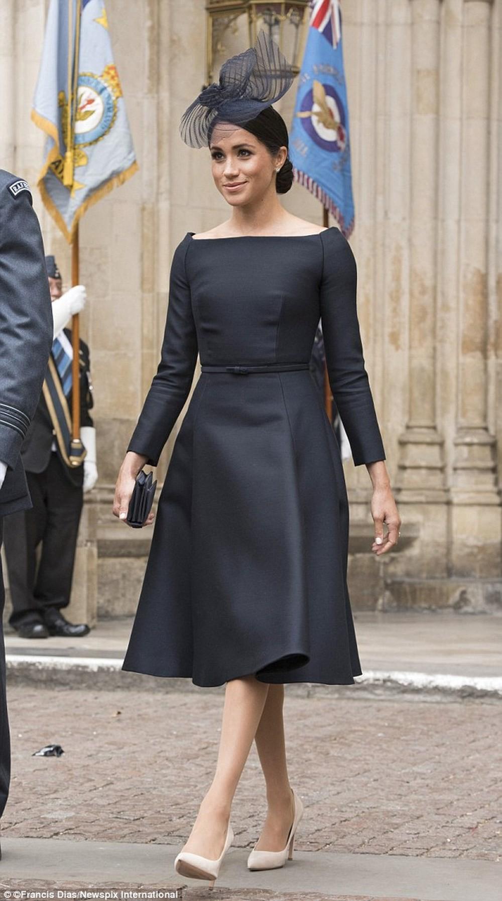 Mới làm dâu Hoàng gia chưa đầy 3 tháng, Meghan Markle đã cùng Nữ hoàng lọt top 30 nhân vật mặc đẹp nhất nước Anh  - Ảnh 1.