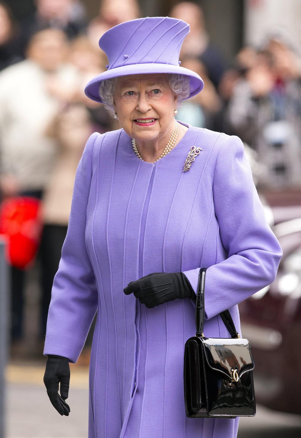Mới làm dâu Hoàng gia chưa đầy 3 tháng, Meghan Markle đã cùng Nữ hoàng lọt top 30 nhân vật mặc đẹp nhất nước Anh  - Ảnh 3.