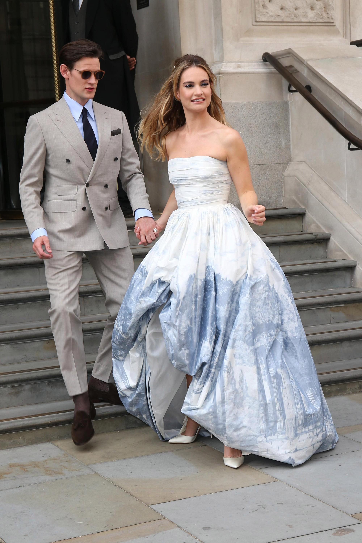 Mới làm dâu Hoàng gia chưa đầy 3 tháng, Meghan Markle đã cùng Nữ hoàng lọt top 30 nhân vật mặc đẹp nhất nước Anh  - Ảnh 7.