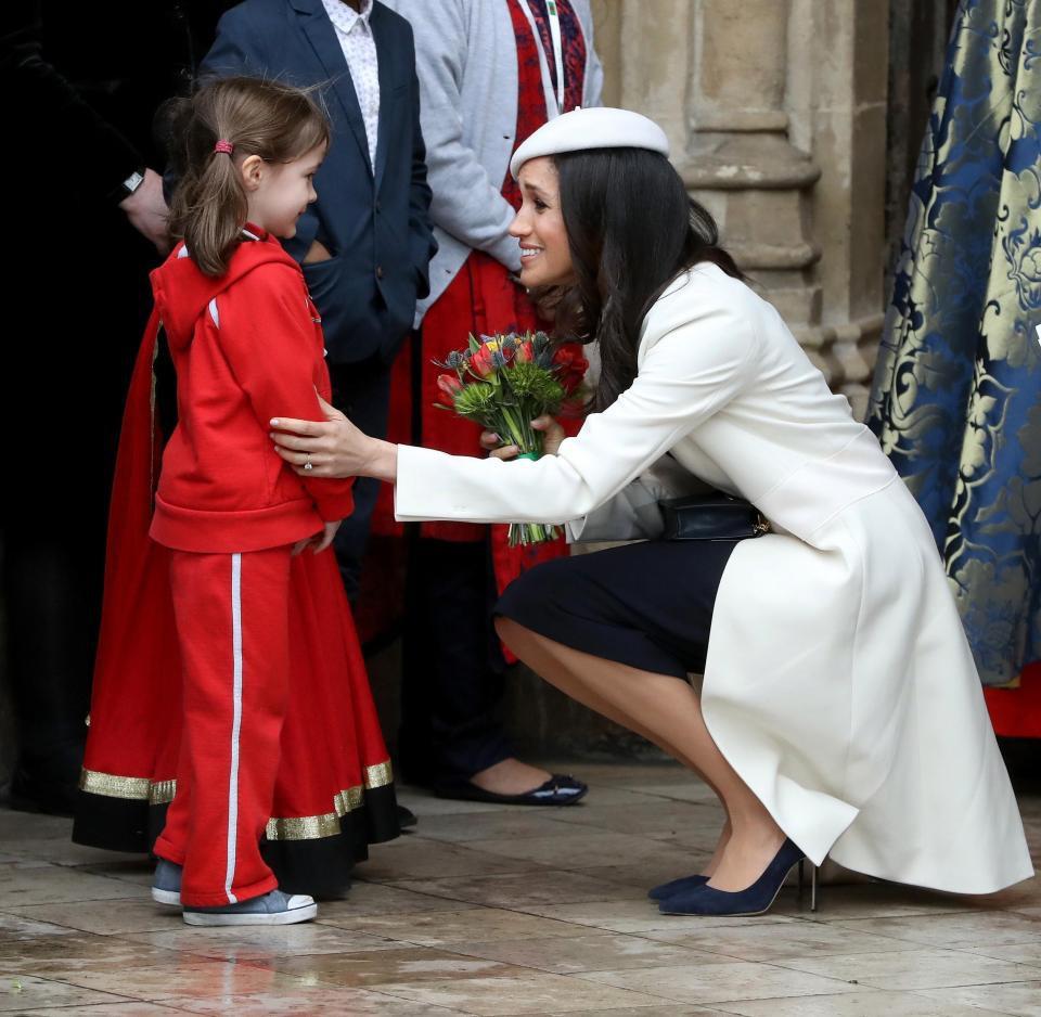6 điều Meghan không được phép làm vào ngày sinh nhật, đặc biệt không ăn bánh gato trước Nữ hoàng Anh - Ảnh 3.
