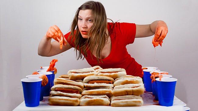 5 thói quen ăn uống sai lầm khiến con gái nhanh già trước tuổi - Ảnh 4.