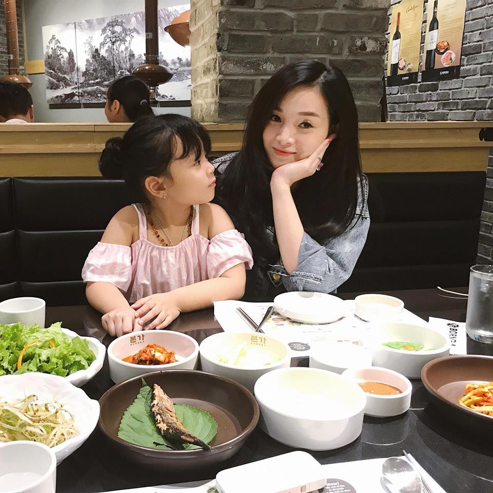 Hot mom Ngọc Mon tự tin khoe dáng thon sau 3 tháng sinh con - Ảnh 8.