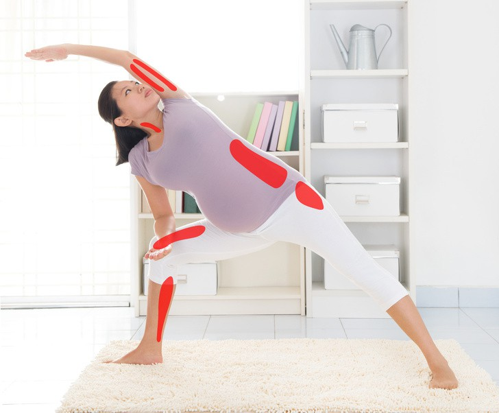 7 tư thế yoga cho bà bầu giúp đánh bay đau mỏi trong thai kỳ và các tư thế cần tránh - Ảnh 7.