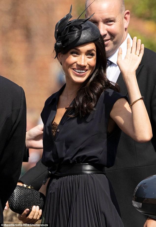 """Meghan xinh đẹp rạng ngời nhưng cũng phải ngượng chín mặt vì """"lộ hàng"""" trong ngày sinh nhật lần thứ 37 - Ảnh 3."""