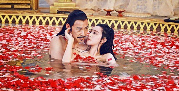Giải mã cuộc yêu của các Hoàng đế từ trong phim đến ngoài đời: khác nhau đến cả nghìn chi tiết - Ảnh 1.