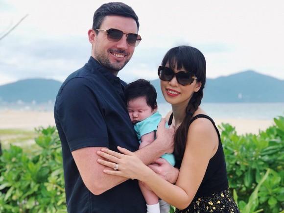 Vừa mổ đẻ hơn 1 tháng, siêu mẫu Hà Anh không kiêng cữ mà đã làm điều bất ngờ này với con gái lai Tây đáng yêu - Ảnh 1.