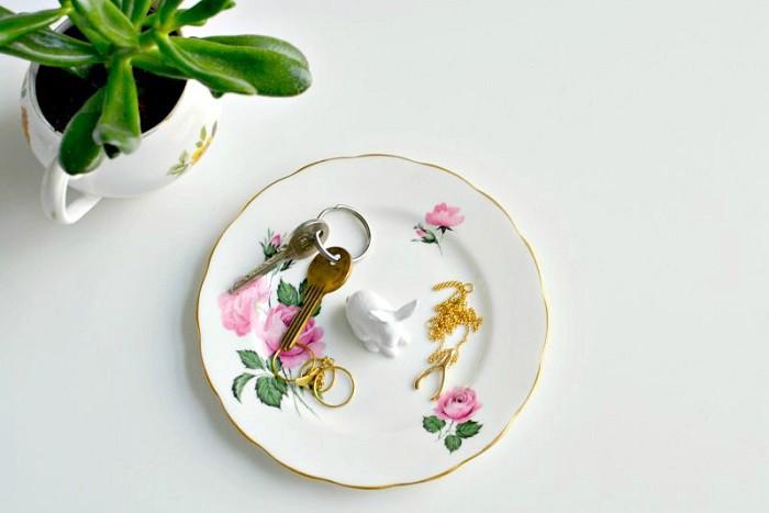 8 cách biến tấu tách trà và bát đĩa đã cũ thành vật trang trí nhà vừa tiết kiệm vừa đẹp - Ảnh 3.